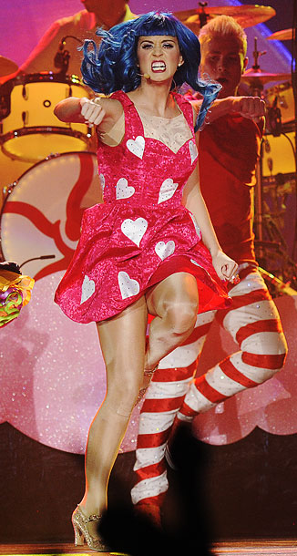 Katy Perry   Katy punching it out as the queen of hearts.