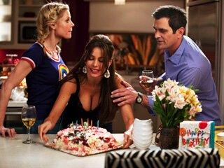 Modern Family Season Finale Recap Hip Hip Hip Hooray Ew Com