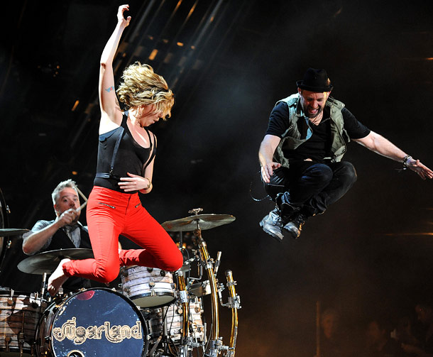 Sugarland   Sugarland 's touring light show uses half a residential block's worth of electricity...and can be run off an iPad. (Jennifer Nettles, left, with bandmate Kristian…