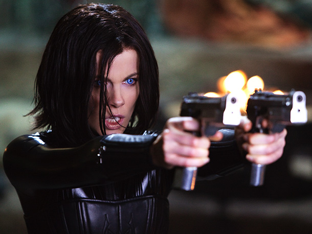 After sitting out the third film in the vampires-vs.-werewolves franchise, Kate Beckinsale returns as butt-kicking vampire Selene. This time, the bloodsuckers face a threat that…