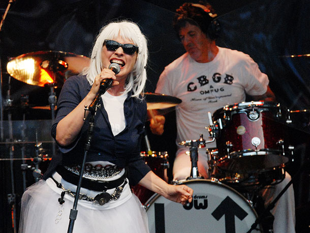 Debbie Harry & Co. reconvene for their ninth disc, bringing along some fresh production blood courtesy of studio hands who also helmed hits for the…