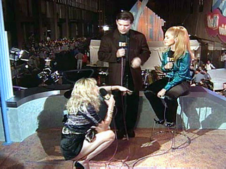 SEPT. 7, 1995 Bitchy on-air exchanges between musicians are a rarity these days. But during the 1995 VMA post-show interviews, Kurt Loder presided over a…