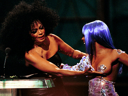 SEPT. 9, 1999 The VMA s are famous for bizarre incidents, but the award for the Best Non-Madge-Related Extravaganza goes to Diana Ross, who gave…