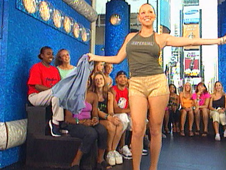 JULY 19, 2001 ''Mariah Carey just walked in wearing a T-shirt, pushing an ice cream bin.'' That was how Carson Daly introduced Carey's surprise visit…