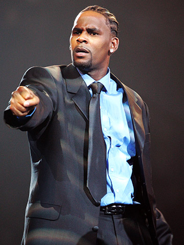 AUG. 28, 2005 The R&B singer acted out every lyric in his bizarro musical soap opera, with mesmerizing results. Marveled VH1 pop culture commentator Hal…