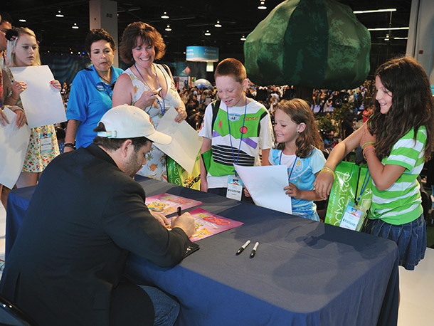 Fans of Special Agent Oso lined up to meet the voice behind the title character, Sean Astin.