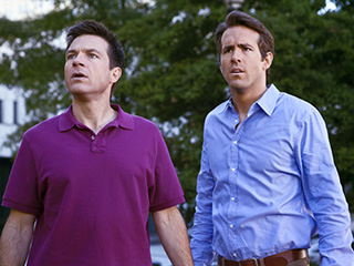 Jason Bateman, Ryan Reynolds, ... | CHILDHOOD BUDDIES Ryan Reynolds and Jason Bateman in The Change-Up