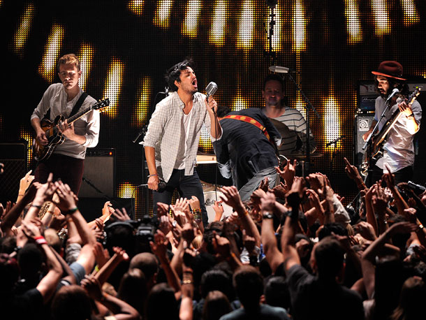 YOUNG THE GIANT We know what the crowd is thinking: Young the Giant? Who? But not long after this Irvine, Calif., indie-rockers played their single…