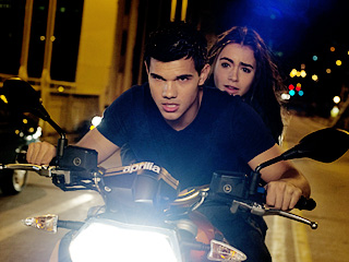 Abduction | SPIN CYCLE Taylor Lautner and Lily Collins in Abduction