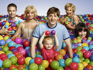 Garret Dillahunt, Martha Plimpton, Lucas Nef, Baylie and Rylie Cregut, Cloris Leachman, and Shannon Woodward in Raising Hope