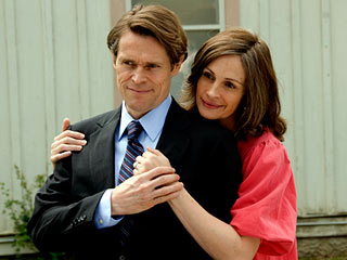 FAMILY DRAMA Willem Dafoe and Julia Roberts in Fireflies In The Garden