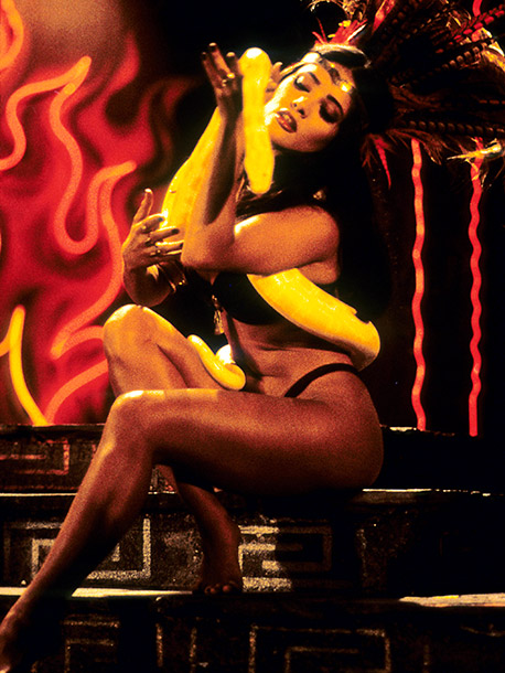 Salma Hayek, From Dusk Till Dawn | ''Damn! This woman's got such a hot body it almost made me jealous! Check out her role as the drop-dead gorgeous vampire stripper Satanico Pandemonium…