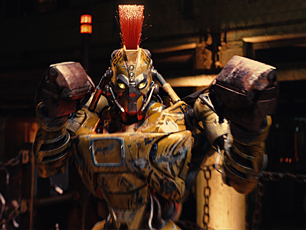 Real Steel | What's waiting for Charlie and Noisy Boy at The Crash Palace is this guy: Midas — a punishing machine with a head designed like a…