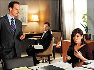 THE GOOD WIFE Josh Charles and Julianna Margulies