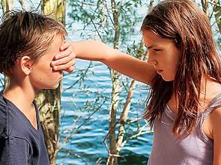 BOY GIRL Zoe Heran and Jeanne Disson in Tomboy