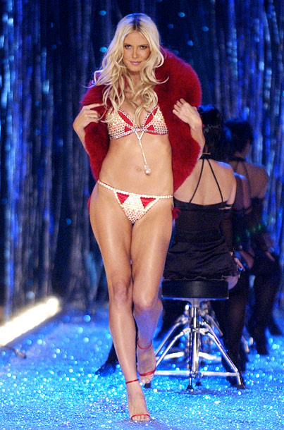 The Victoria's Secret Fashion Show, Heidi Klum | Now this is how you work a bra that's worth millions, Karolina.