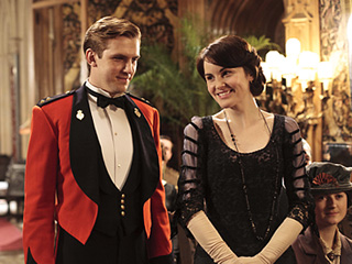 CHANGE OF HEARTS Dan Stevens as Matthew Crawley and Michelle Dockery as Lady Mary in Downton Abbey