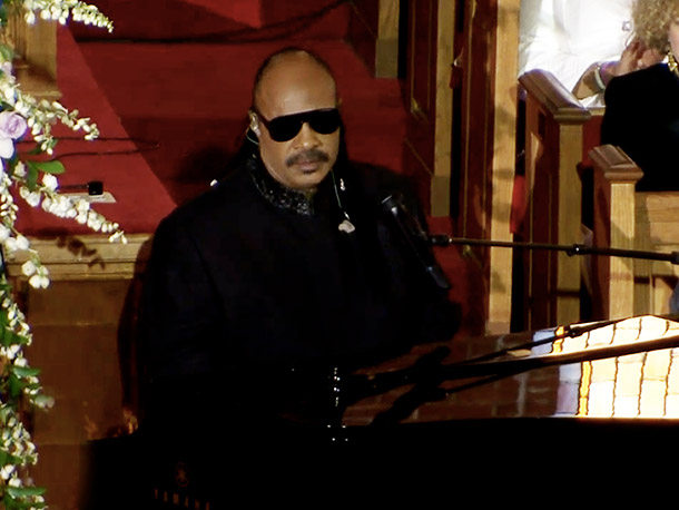 Stevie Wonder personalized ''Ribbon in the Sky'' to reference the late singer