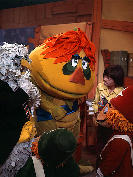 Fearsome Rating: 6 So there's this tall yellow thing with green-teardrop eye tattoos, red hair, white boots, and a southern accent. Also, he's the mayor.…