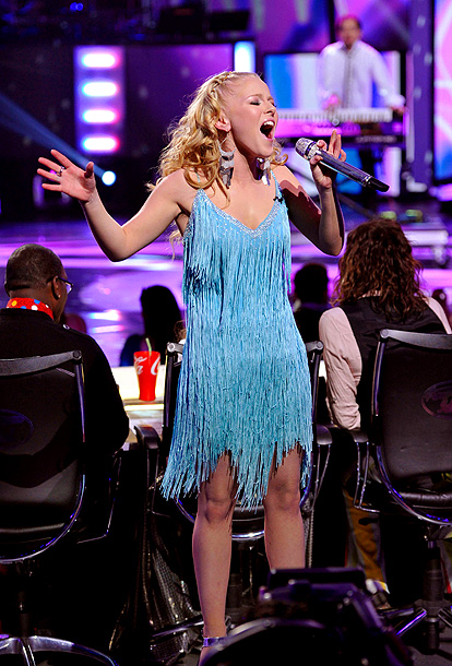 American Idol, Hollie Cavanagh   Song: ''Flashdance...What a Feeling'' by Irene Cara Theme Week: Songs from the '80s (top 8) Despite guest mentors Gwen Stefani and Tony Kanal of No…