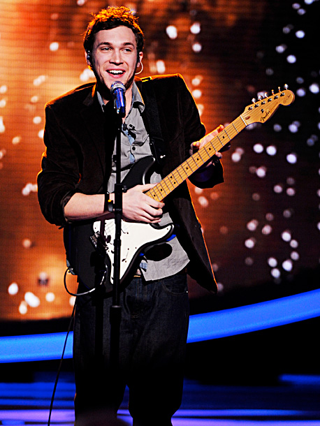 American Idol, Phillip Phillips | Song: ''Still Rainin' '' by Jonny Lang Theme Week: Their Personal Idols (top 9) Mentor Stevie Nicks was so impressed with Phil that she claimed…