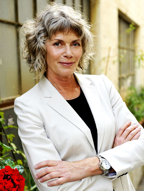 April 2009 Kelly McGillis comes out during an interview for a podcast with SheWired vlogger Jennifer Corday. After Corday asks whether she is looking for…