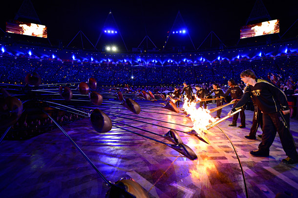 Seven young British athletes lit seven copper leaves, which then ignited 200 copper leaves, which formed together into the Olympic Cauldron of the 30th Olympic…