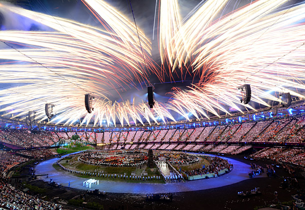 It's like someone transformed the iTunes ''Visualizer'' function into a kamillion-dollar fireworks display.