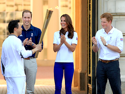 OLYMPIC TORCH WILLIAM KATE