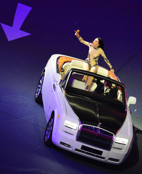 Jessie J, Summer Olympics 2012   Seriously, who thought of putting the performers on moving vehicles? ?Most of them handled it beautifully, but I'm pretty confident in saying I wasn't the…