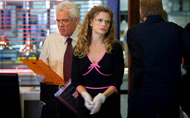 The Closer   To mark Brenda's 40th birthday, costume designer Greg Lavoi dressed actress Kyra Sedgwick in a black v-neck dress with pink criss-cross ribbon detail and a…