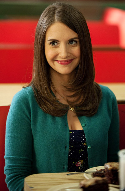 Annie (Alison Brie) has the good-girl innocence that men find irresistible, but her former life was one of a street rat and pill addict. Also,…