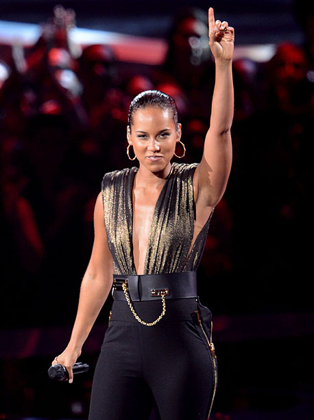MTV Video Music Awards 2012 | Keys bowed her new, no-not-actually- Hunger-Games -related single ''Girl on Fire'' (or more accurately, ''Girl on Fiy-ahhhh'') on a relatively unadorned set — just giant…