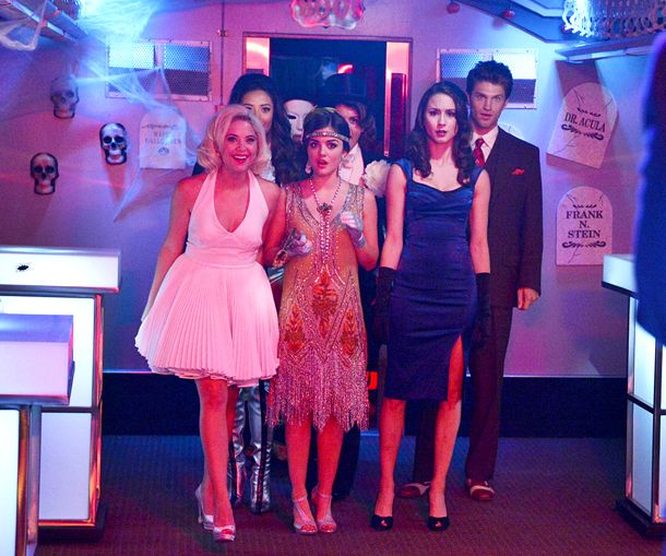 Pretty Little Liars live tweet chat! Janel Parrish ( @JMeilanixo ) will be taking your questions right after Halloween special airs on Oct. 23 at…