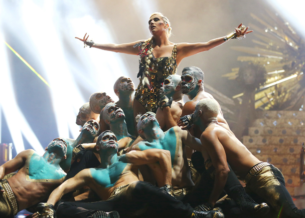 Skull faces abound, the stage turned into a golden Aztec landscape for Ke$ha's percussive performance of ''Die Young.'' Surrounded by her cultish crew, she banged…