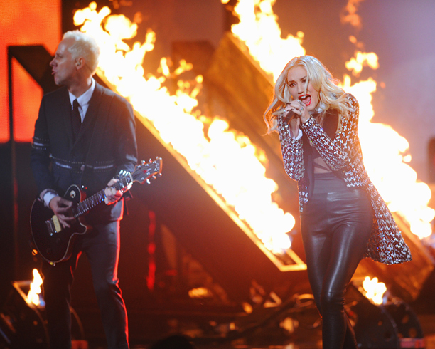 Things got a bit literal when the flames returned for ''Looking Hot,'' the recent single from Gwen Stefani and co. All in all, the band…