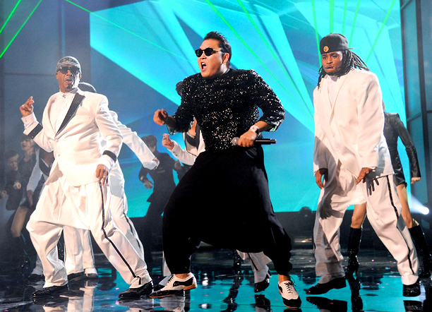 Miraculously, the AMAs found the one thing capable of breathing some life into Psy's exhausted act: MC Hammer. Re-watching this loose-panted tag team of ''Gangnam…