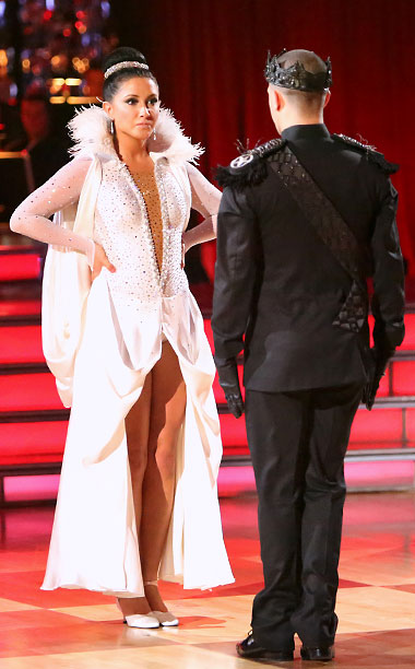This dramatic costume was the perfect choice for week 3, considering the frosty relations between Palin and pro partner Mark Ballas. With a neckline that…