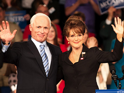 Julianne Moore plays folksy Alaskan governor Sarah Palin, who was plucked from relative obscurity to be the running mate for Republican presidential candidate John McCain…