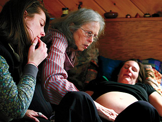 BIRTH STORY: INA MAY GASKING AND THE FARM MIDWIVES Ina May Gaskin, midwife assistant students