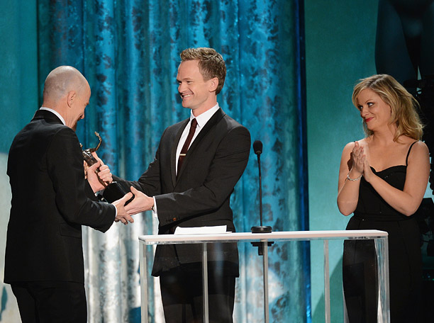 In the hands-down funniest bit of the night, Poehler and Neil Patrick Harris took the stage to present the awards for Outstanding Male Television Actor,…