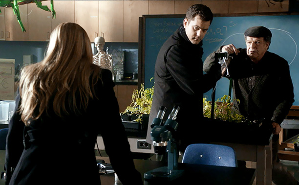 Fringe | Season 4, episode 12 Writers: J.R. Orci and Graham Roland Director: David Straiton The standout installment of Fringe 's admirably ambitious but ultimately frustrating Rebootlandia…