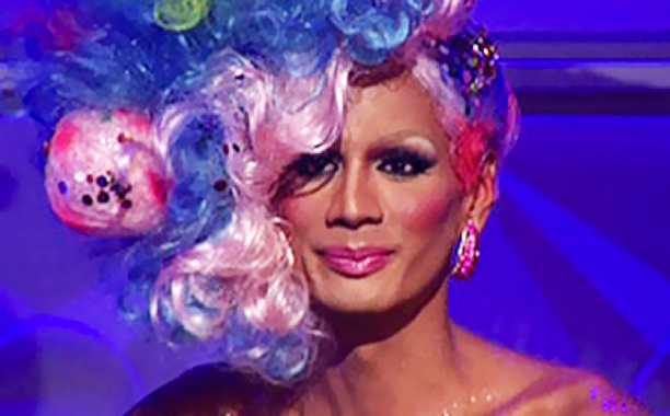 Create a gorgeous drag outfit using only hairpieces? No problem for the crafty divas of Drag Race , who tackled this season 3 challenge with…