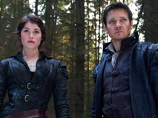 HANSEL & GRETEL WITCH HUNTERS Gemma Arterton and Jeremy Renner
