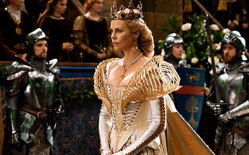 Snow White And The Huntsman Costume Designer It Was Like We Were Doing Charlize S Own Wedding Gown Ew Com