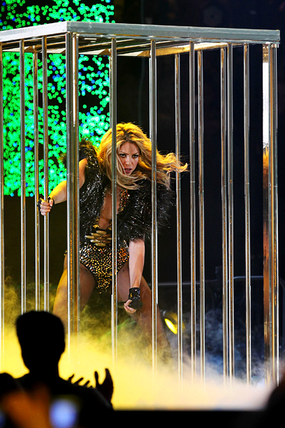 Shakira | 4 out of 5 go-go dancers agree this is the sexiest dance move.
