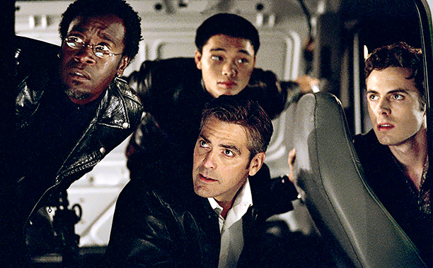 Ocean's 11 (Movie - 2001) | THE SETUP Smooth con Danny Ocean (George Clooney) assembles a diverse group of professional thieves, including partner-in-crime Rusty (Brad Pitt), a boyish pickpocket (Matt Damon),…
