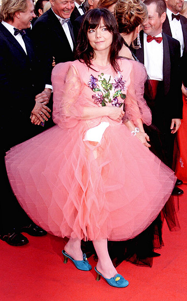 Style, Style: Red Carpet, ... | In 2000, Bjork swam in a sea of Pepto-Bismol pink tulle to promote Dancer in the Dark , just one year before she?d walk the…