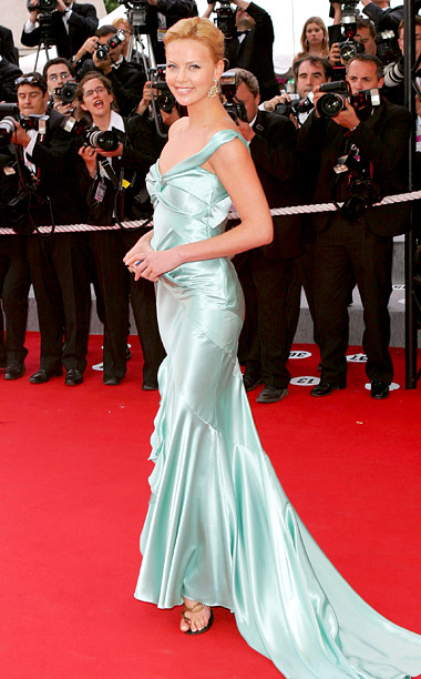 Style, Style: Red Carpet, ... | Just before she signed on as the face of Dior's J'Adore perfume, Charlize Theron wore a mint green satin gown from the French fashion label…