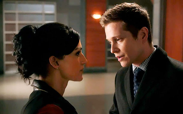 Matt Czuchry, Archie Panjabi, ... | The song: Beck, ''Black Tambourine'' The episode: ''What's in the Box?'' (422) The hook: Beck's 2005 cut kept things humming on Wife 's April 28…